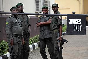 Нигерийский суд освободил россиян