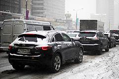 Снег остановил дороги
