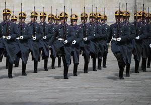 Армия восстановит старейшие полки