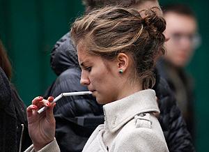 Курильщиков будут штрафовать