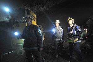 В подтопленной шахте ищут горняков