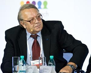 Президиум РАН поддержал Фортова