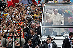 Папу встретили огнем