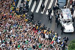 Рио-де-Жанейро молится и протестует