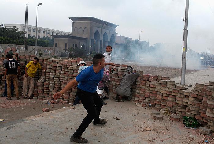 В Каире разгоняют оппозицию