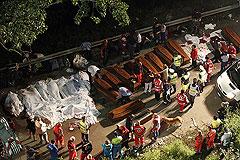 Автобус с паломниками упал с эстакады