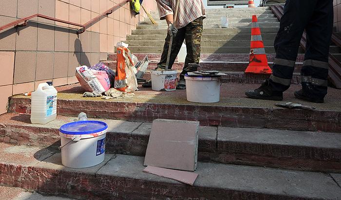 Улицу Петрозаводска замостили надгробием