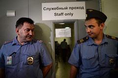 Отец Сноудена собрался в Москву