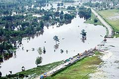 С наводнением борются МЧС и армия