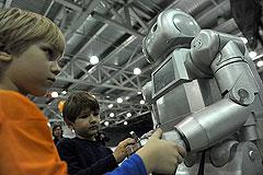 Няньки-роботы заставят интеллектуалок рожать
