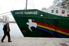 Спецназ остановил ледокол Greenpeace