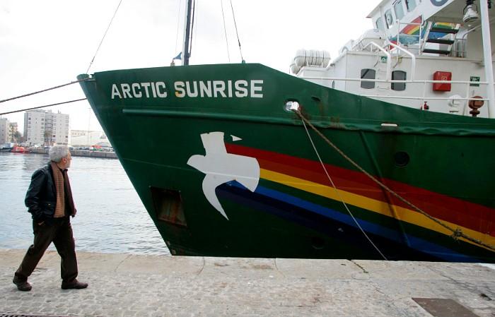 Пограничники задержали ледокол Greenpeace