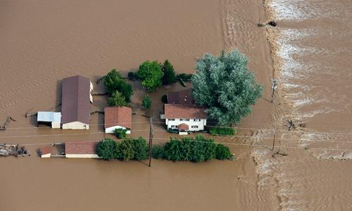 Более 500 человек числятся пропавшими без вести в американском штате Колорадо вследствие продолжающихся наводнений, которые уже унесли пять жизней