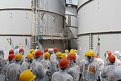 "Тайфун вызвал утечку на ""Фукусиме-1"""
