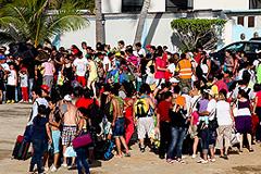 Тысячи туристов ждут эвакуации из Акапулько