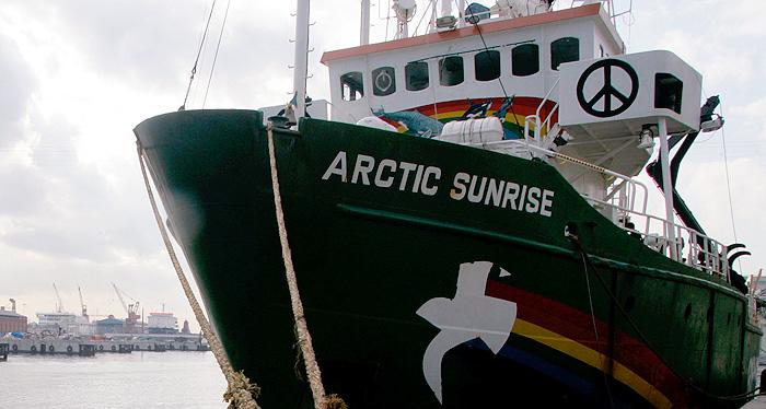 Greenpeace требует освободить экологов