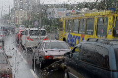 Снова дождь, снова пробки