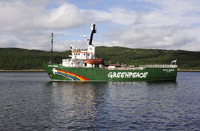 Экологи просят Россию освободить Arctic Sunrise