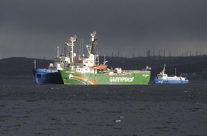 Arctic Sunrise: с корабля под стражу