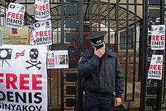 Суд пересматривает арест активистов Greenpeace