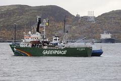 На капитана Arctic Sunrise завели еще одно дело