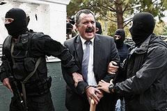 Греческих неонацистов лишили неприкосновенности