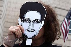 Как живется Сноудену в России