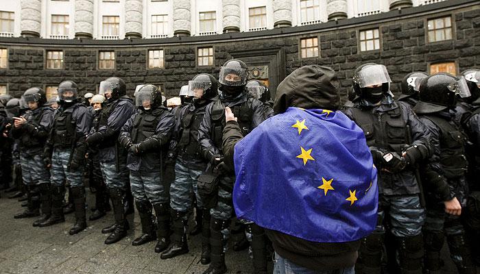 ЕС осудил давление России на Украину