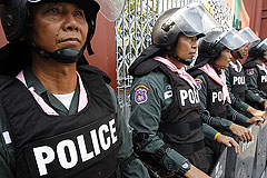 Тайцы штурмуют министерства