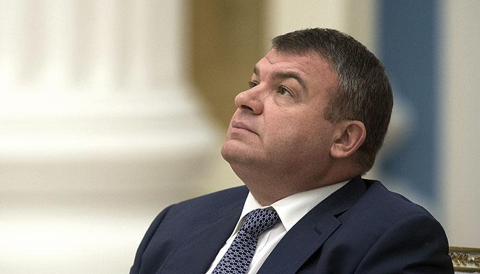 На Сердюкова завели уголовное дело