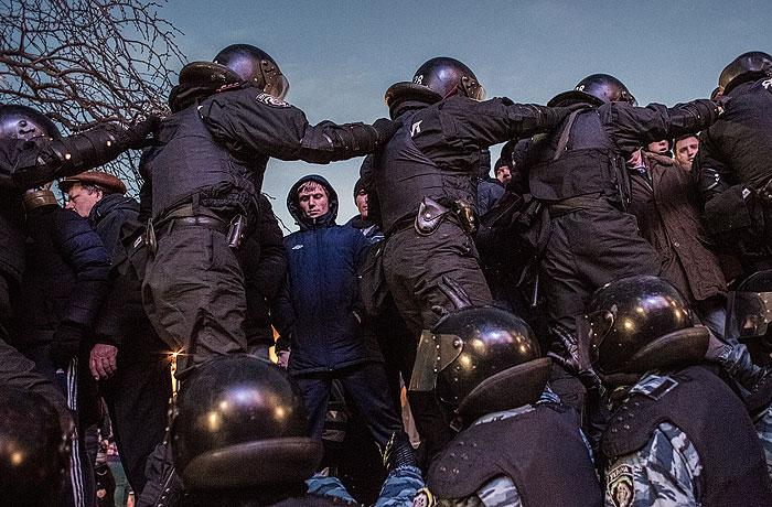 http://www.interfax.ru/ftproot/textphotos/2013/11/30/700ht_Kiev.jpg