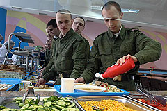"Для солдат открыли ""шведские столы"""