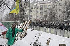 Милиция окружила майдан
