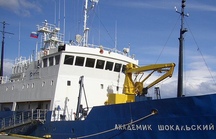 В Антарктике спасают российское судно с туристами