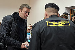 СКР обвинил Навального в нарушении подписки о невыезде