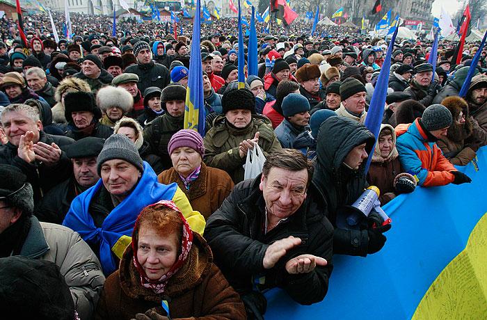"""Оппозиция на майдане объявила о """"досрочных президентских выборах"""""""
