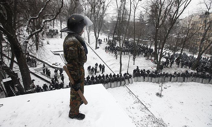 СМИ сообщили о двух погибших после столкновений в Киеве