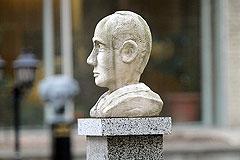Владимира Путина просят поставить точку в истории о смерти шведского дипломата