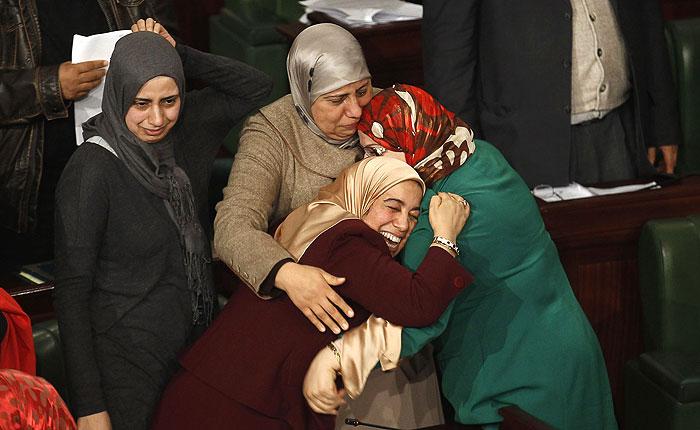 В Тунисе принята новая конституция