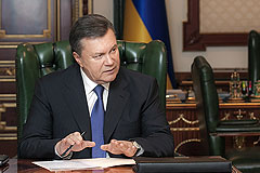 Янукович подписал закон об амнистии протестующих