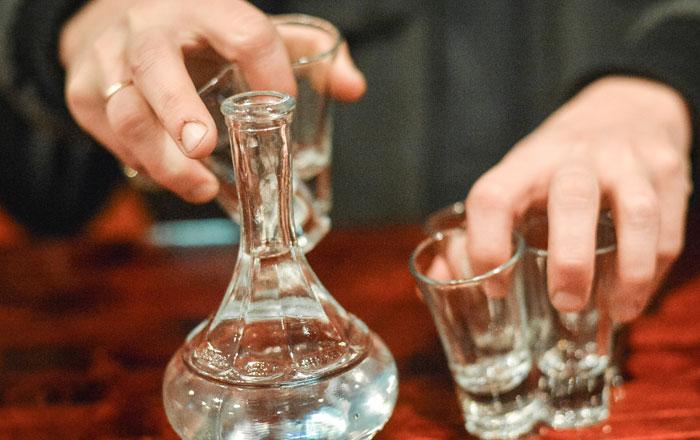 Врачи назвали водку причиной ранней смертности в России
