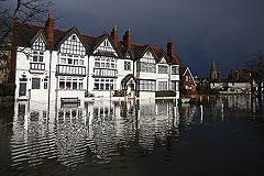 Ущерб от наводнений в Великобритании может превысить 1,5 млрд долларов