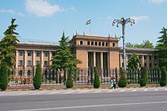 Таджикские политики избавляются от фамилий со славянскими окончаниями