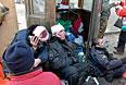 Сотрудники МВД получили ранения во время столкновений с участниками антиправительственных демонстраций.