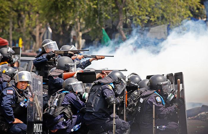 Около 40 человек пострадали в ходе беспорядков в Бангкоке