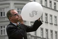 Евро впервые в истории поднялся выше 49 рублей