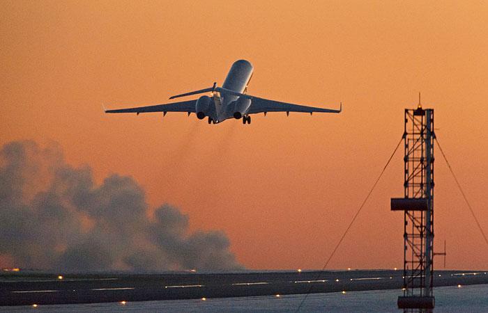 Власти США предупредили авиакомпании о взрывчатке в обуви