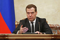 Медведев призвал украинские власти не позволять вытирать о себя ноги