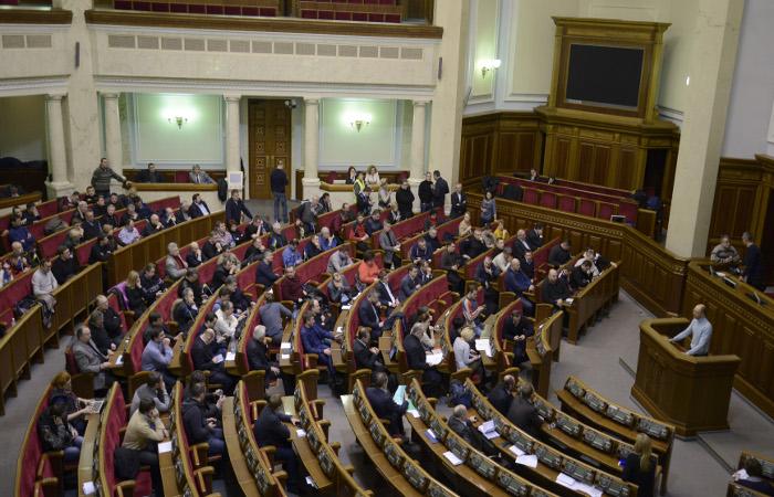 Верховная рада потребовала вывести военных из Киева