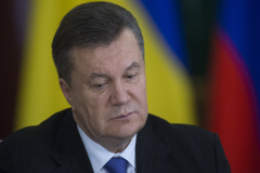 Янукович продолжает работать в своем кабинете